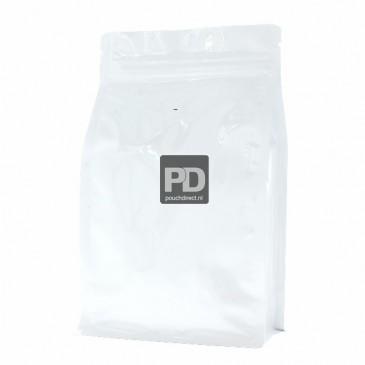 Sac Standup à Fond Plat Blanc brillant (valve à café and fermeture éclair) 140x210+{35+35} mm (légèrement ridée)